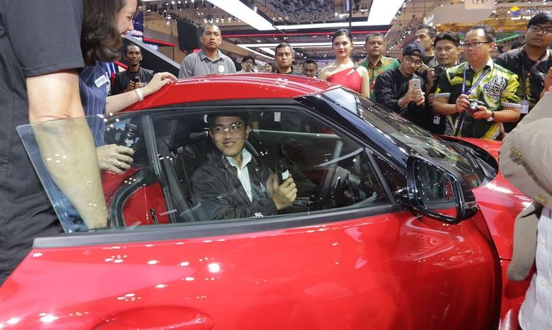 Kaesang di dalam Toyota Supra. Foto: toyota