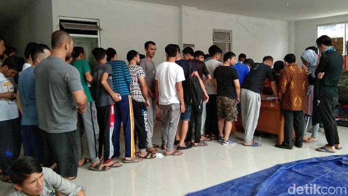 Rumah Detensi Imigrasi (Rudenim) DKI Jakarta mendata jumlah pencari suaka di gedung eks Kodim, Jakarta Barat. (Elmy Tasya Khairally/detikcom)