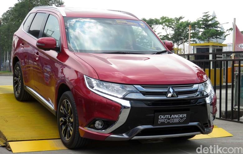 Mitsubishi Outlander PHEV. Foto: Rangga Rahadiansyah