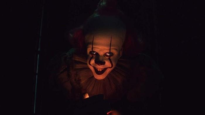 Tokoh badut seram bikin tidak bisa tidur. Foto: IT Chapter Two (imdb)