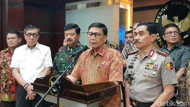 Menko Polhukam Wiranto memberikan keterangan pers usai rakortas di kantornya (19/7/2019).