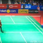 Video: Berbatik! Gaya Wasit dan Hakim Garis di Indonesia Open 2019