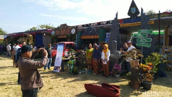 Gelaran Desa Wisata yang memamerkan destinasi di 31 Kabupaten Kota se-Jateng sampai Minggu (21/7/2019). Acara digelar di Lapangan Garnisun Kalisari, Kota Semarang (Angling Adhitya Purbaya/detikcom)