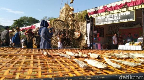 Desa wisata di Pemalang dengan produk ikannya. Setiap desa wisata diminta memperhatikan aspek layanan untuk wisatawan, fasilitas dan kebersihan (Angling Adhitya Purbaya/detikcom)