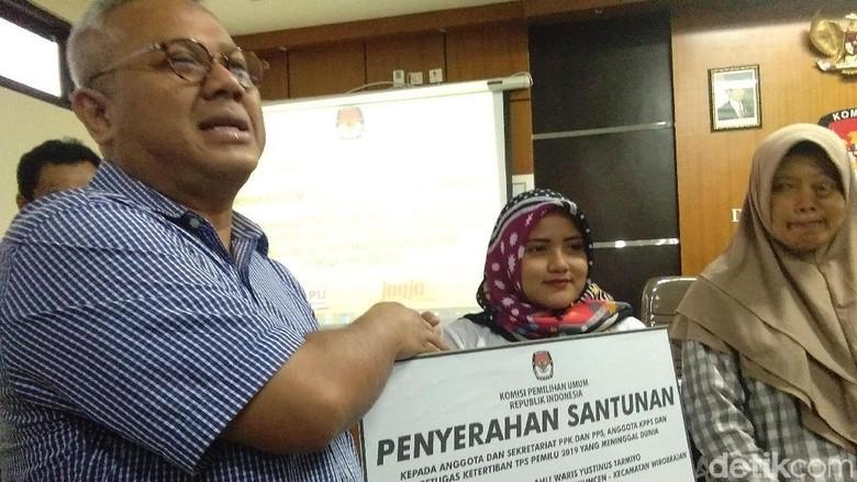 KPU Beri Santunan Ahli Waris Petugas KPPS Meninggal di DIY