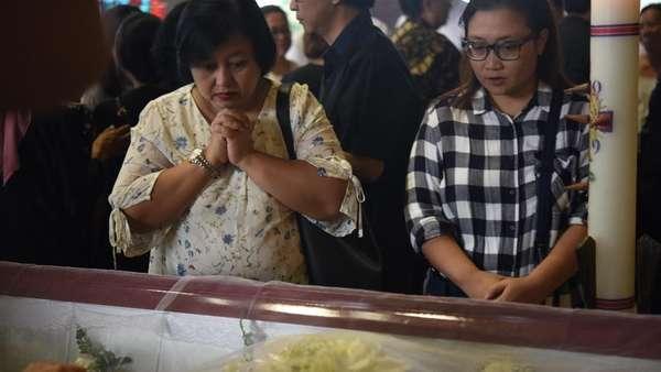 Jenazah Arswendo Atmowiloto Dilepas di Gereja St Matius Penginjil
