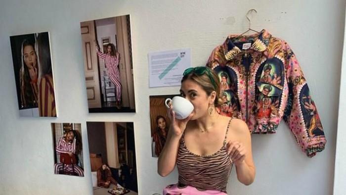 Desainer Sera Ulger dituding melakukan perampasan budaya. Foto: Instagram