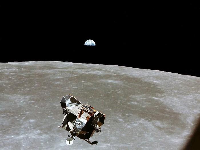 Bumi yang terlihat dari Bulan. Foto: Getty Images