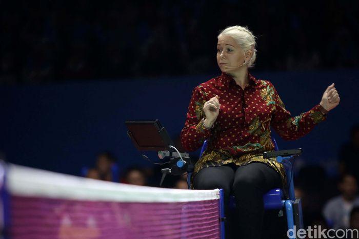 Meski masyarakat internasional sudah terbiasa dengan kain lukis tersebut, namun di Indonesia Open kali ini, batik tetap menjadi daya tarik tersendiri.