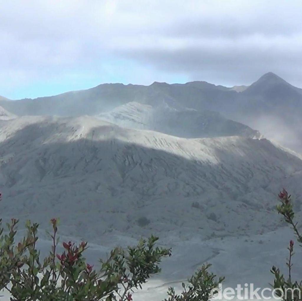 Gunung Bromo Berstatus Waspada, Potensi Batuk-batuk Selalu Ada