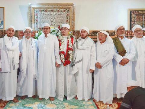 Menantu Rizieq (tengah)