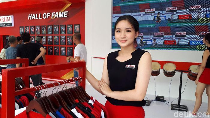 SPG di Booth Djarum dalam turnamen Indonesia Open 2019 (Mercy Raya/detikSport)