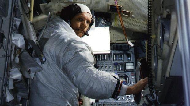 Rahasia Kematian Neil Armstrong dan Uang 'Tutup Mulut' Rp58 T