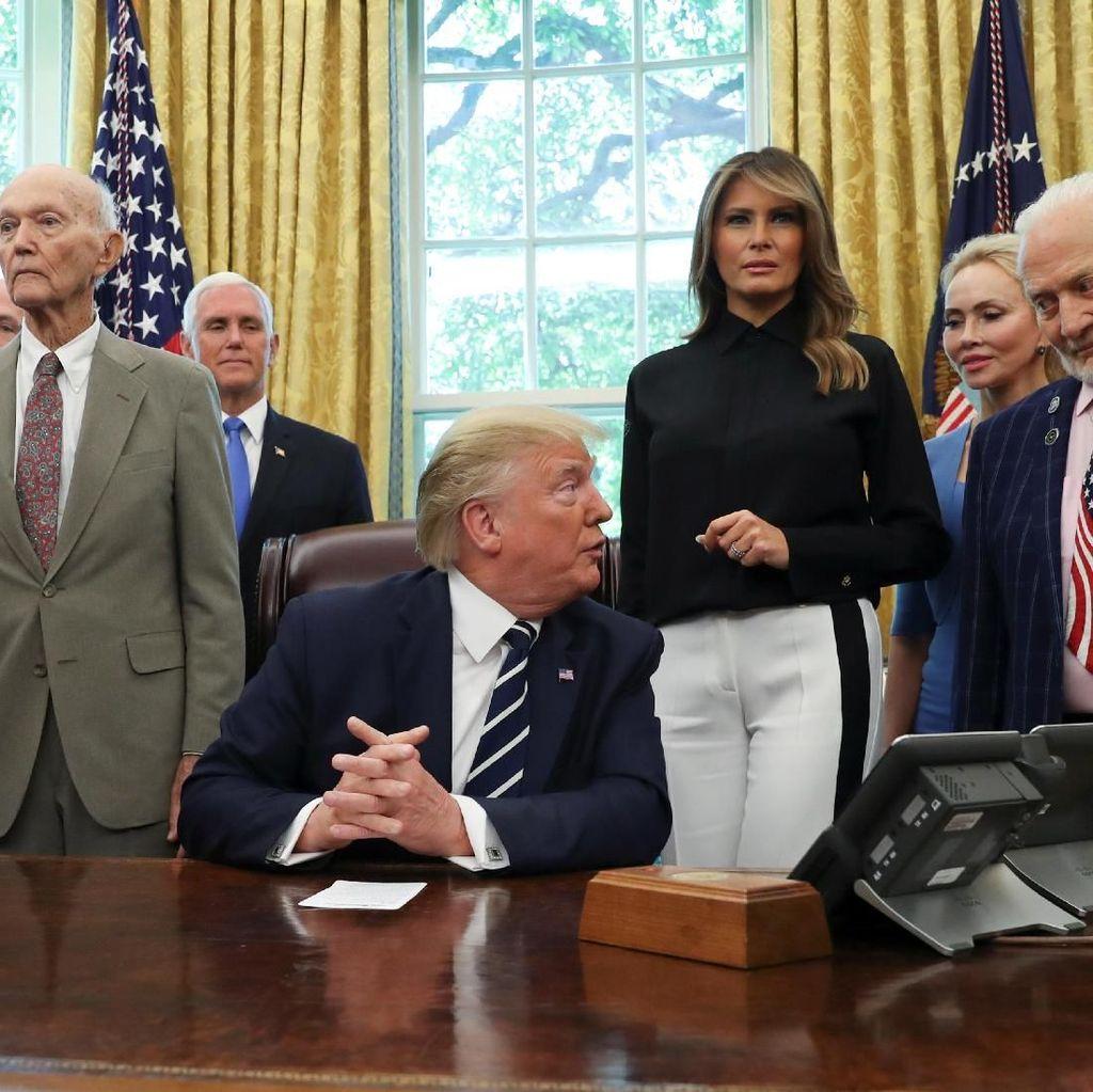 Momen Astronot Penakluk Bulan Mengeluh pada Trump