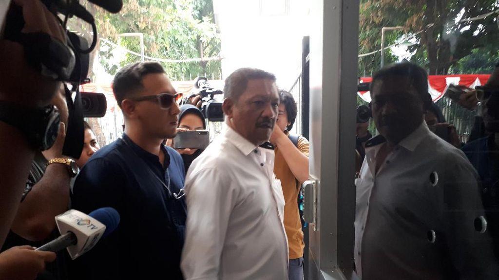 Kunjungi Polda Metro Jaya, Putra Nunung Gagal Bertemu Sang Ibu