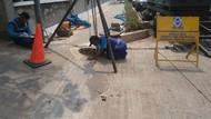Gorong-gorong Tersumbat Sampah Kondom di Kuningan Kembali Dibersihkan
