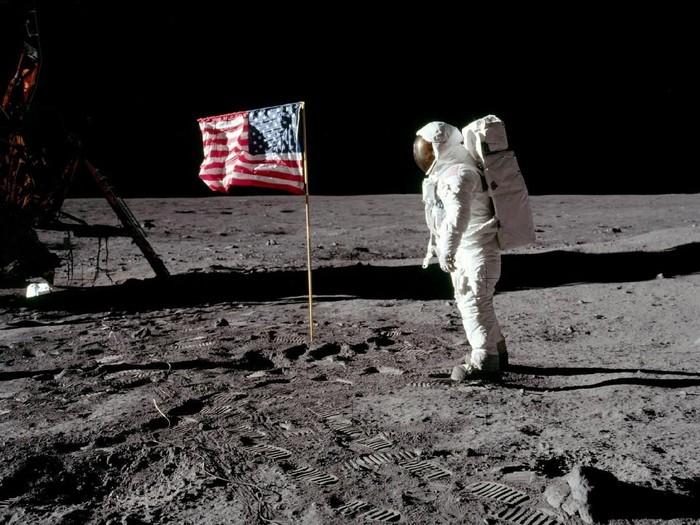 Salah satu foto pendaratan di Bulan. Foto: Getty Images