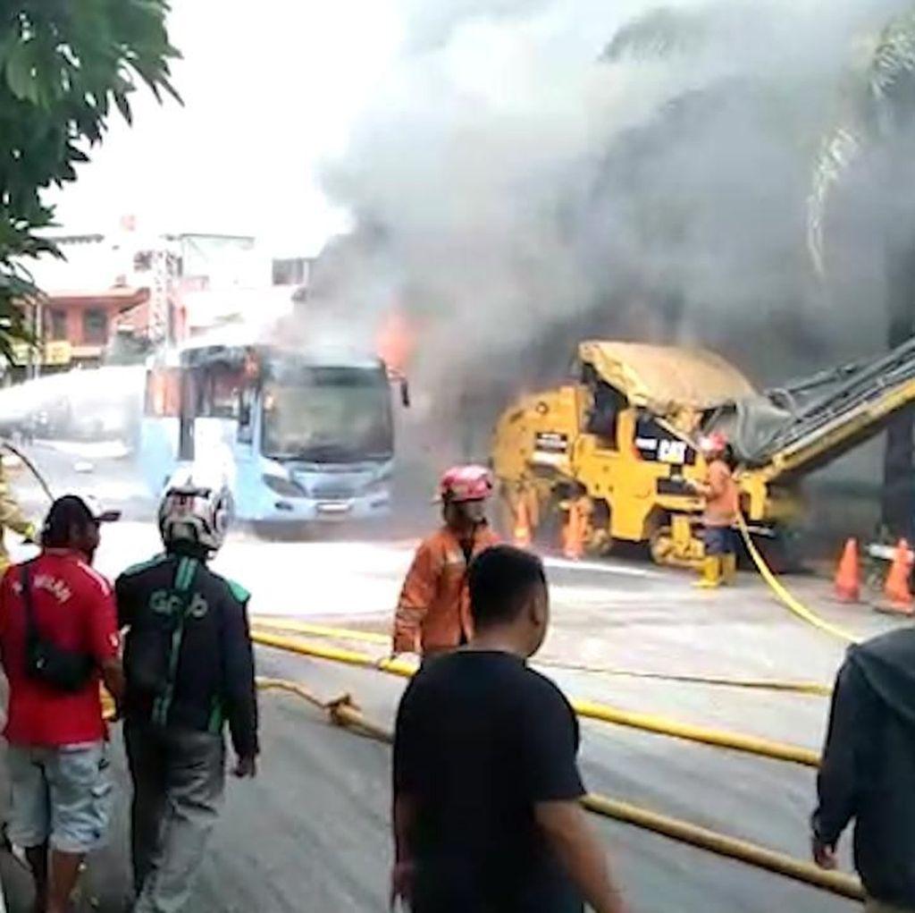 Video Detik-detik Terbakarnya Bus Transjakarta di Jaktim