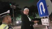 Mengapa Polantas di Surabaya Diam Saja Saat Diceramahi Profesor?