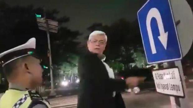 Aksi profesor ceramahi Polantas yang videonya viral/