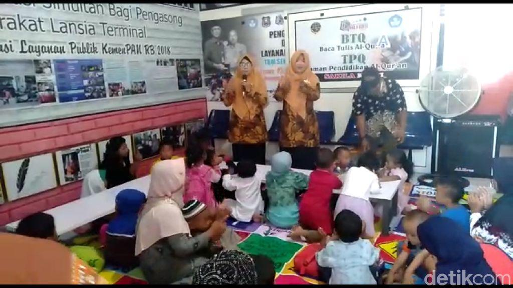 Anak Pengasong Jangan Terlantar, Ada Sekolah di Terminal Tegal