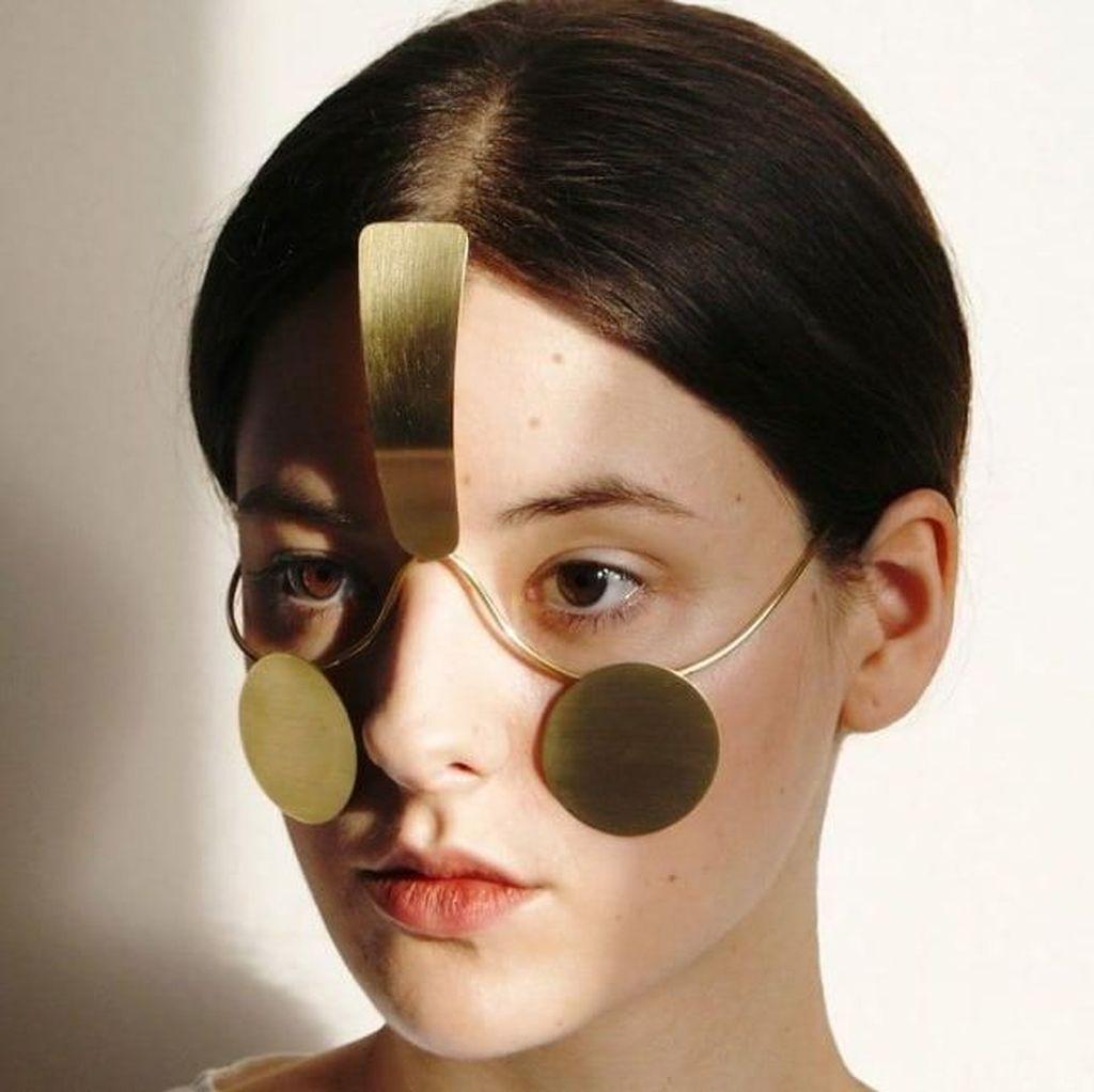 Unik, Perhiasan Wajah Dipakai Kelabui Teknologi Face Recognition