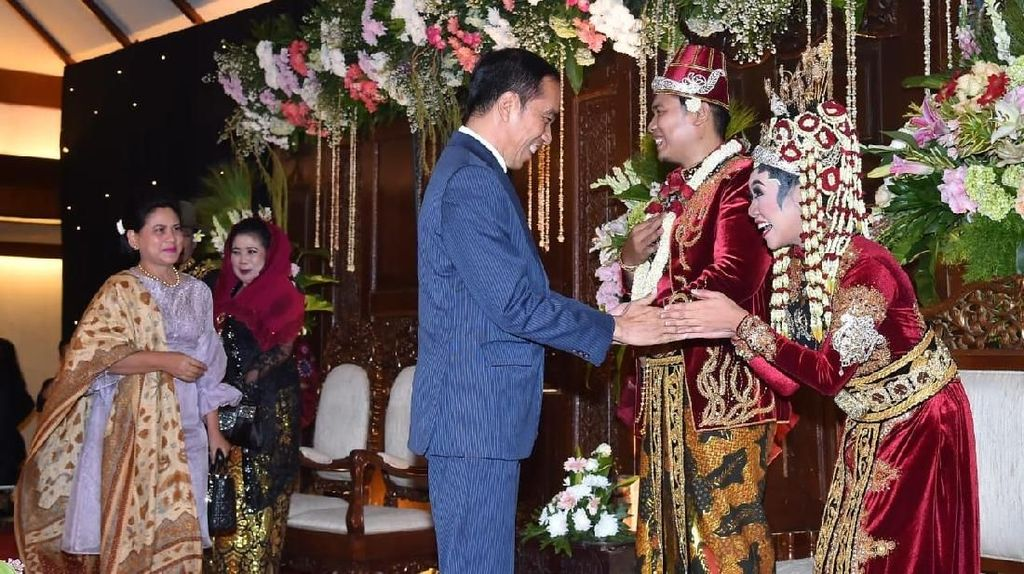 Jokowi Hadiri Pernikahan Anak Sujiwo Tejo di TMII