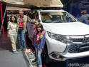 Keren, Dua Bocah dan Orangtuanya Keliling Dunia Naik Mobil
