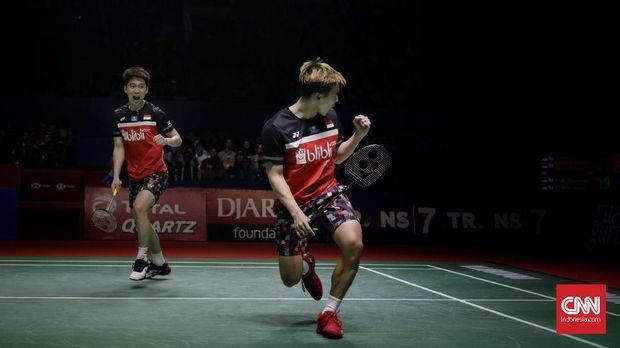 Kevin/Marcus mengalahkan Ahsan/Hendra dua gim langsung di final Indonesia Open 2019. (