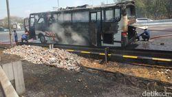Bus Akas Jurusan Surabaya-Probolinggo Hangus Terbakar di Sidoarjo
