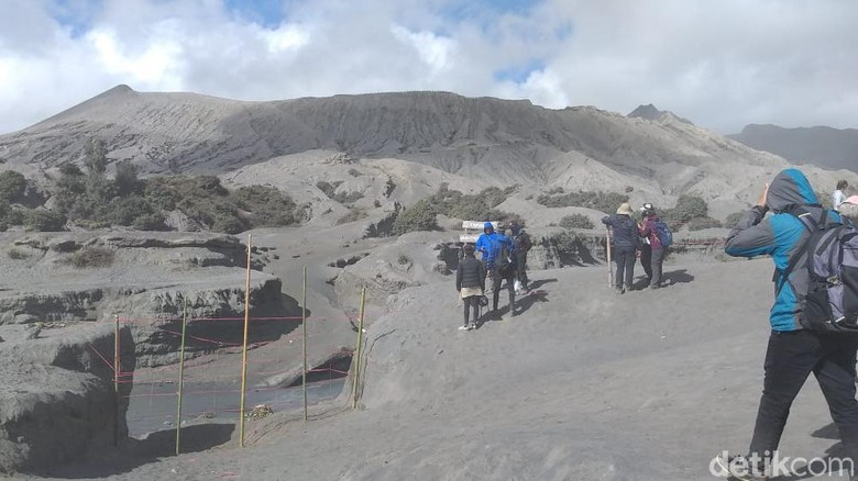 Petugas Gabungan Patroli di Bromo untuk Antisipasi Wisatawan Nakal