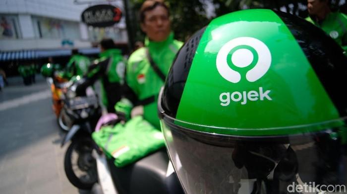Gojek meresmikan logo barunya yang melambangkan kekuatan ekosistem Gojek sekaligus apresiasi kepada seluruh pengguna dan mitra Gojek. Peresmian ini dihadiri langsung oleh Founder dan CEO Gojek Nadiem Makarim.