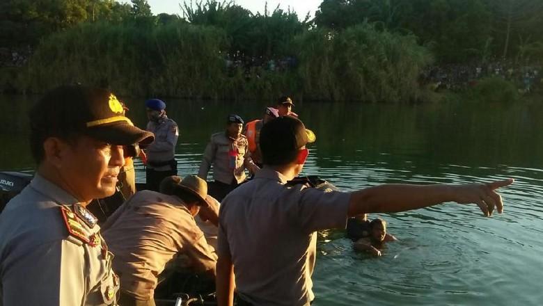 Cessna Tabrak Kabel Listrik Sebelum Jatuh Tenggelam di Indramayu