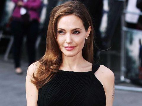 Duh, Chris Hemsworth Dilarang Dekat-dekat Angelina Jolie?
