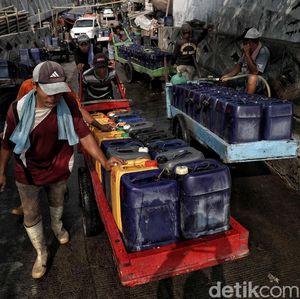 Potret Para Pedagang Air Bersih Kala Kemarau Melanda Ibu Kota