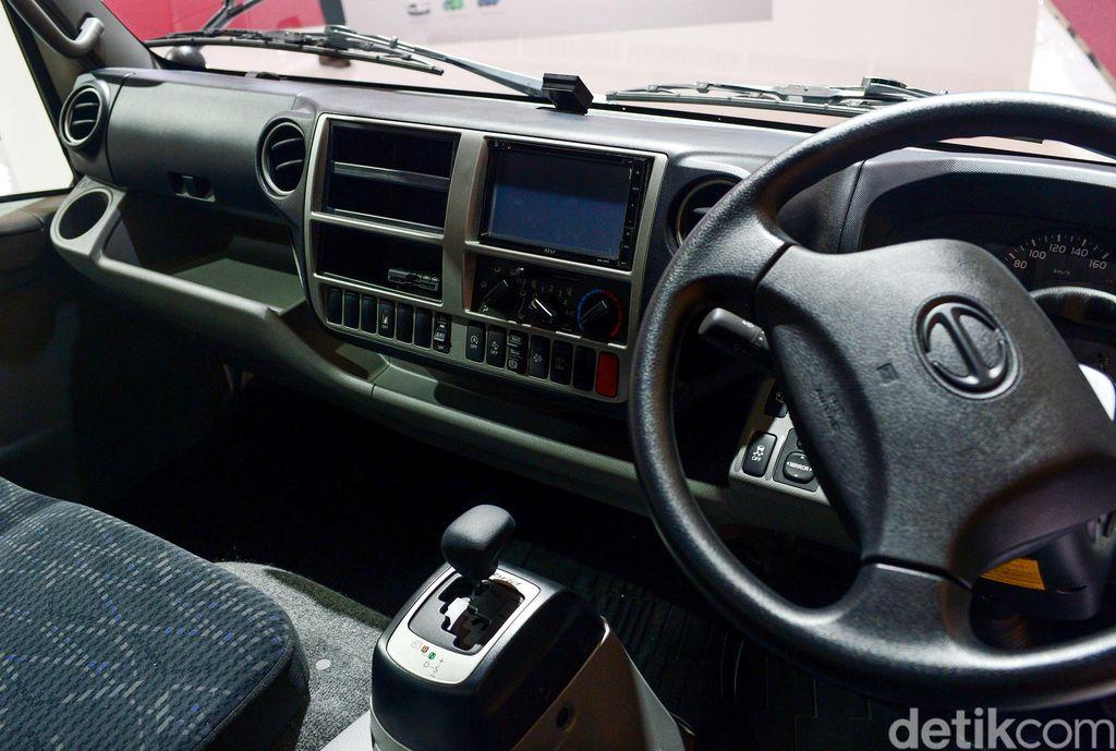 Tren elektrifikasi tak hanya hinggap di mobil penumpang, kendaraan komersial seperti truk juga sudah menggunakan hybrid. Salah satunya Hino Dutro Hybrid ini.
