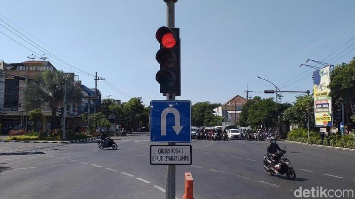 Rambu lalu lintas di Surabaya/Foto: Amir Baihaqi