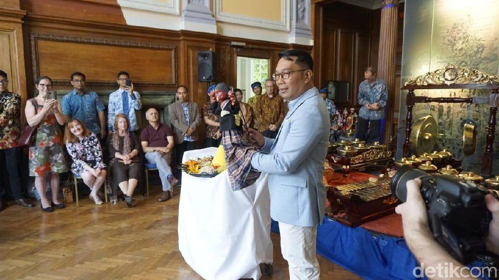 6 Hari Lawatan ke Inggris-Swedia, RK Resmikan Sudut Sunda di London
