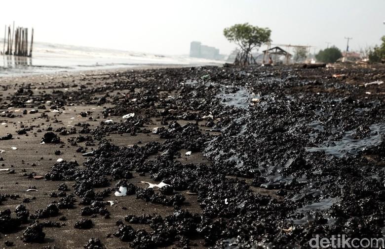 Image result for minyak pantai Pisangan, Desa Cemarajaya, Kabupaten Karawang.