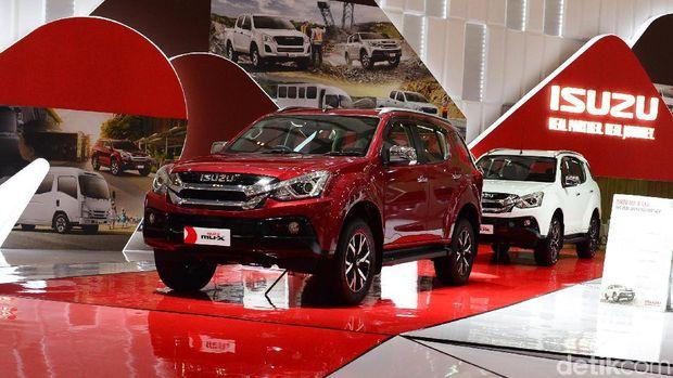 Sadar dengan popularitas sport utility vehicle (SUV) yang makin mentereng di Tanah Air, Isuzu memperkuat segmen SUV-nya dengan menghadirkan tipe terbaru mu-X. Isuzu menampilkan mu-X tipe i-Series pada ajang Gaikindo Indonesia International Auto Show (GIIAS) 2019.