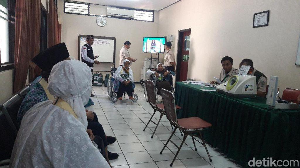 22 Calhaj Embarkasi Surabaya Ditunda Keberangkatannya, Kenapa?