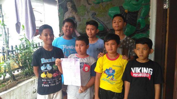 Sebanyak 7 bocah asal Bogor rela menyisihkan uang jajan agar bisa membeli hewan kurban.