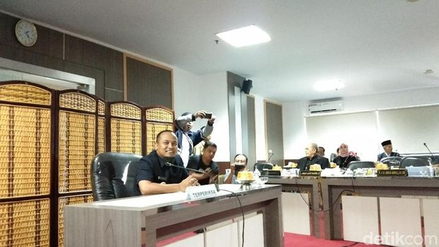 Wakil Gubernur Sulawesi Selatan (Sulsel) Andi Sudirman Sulaiman memenuhi panggilan Pansus Hak Angket Gubernur Sulsel, Senin (22/7/2019)
