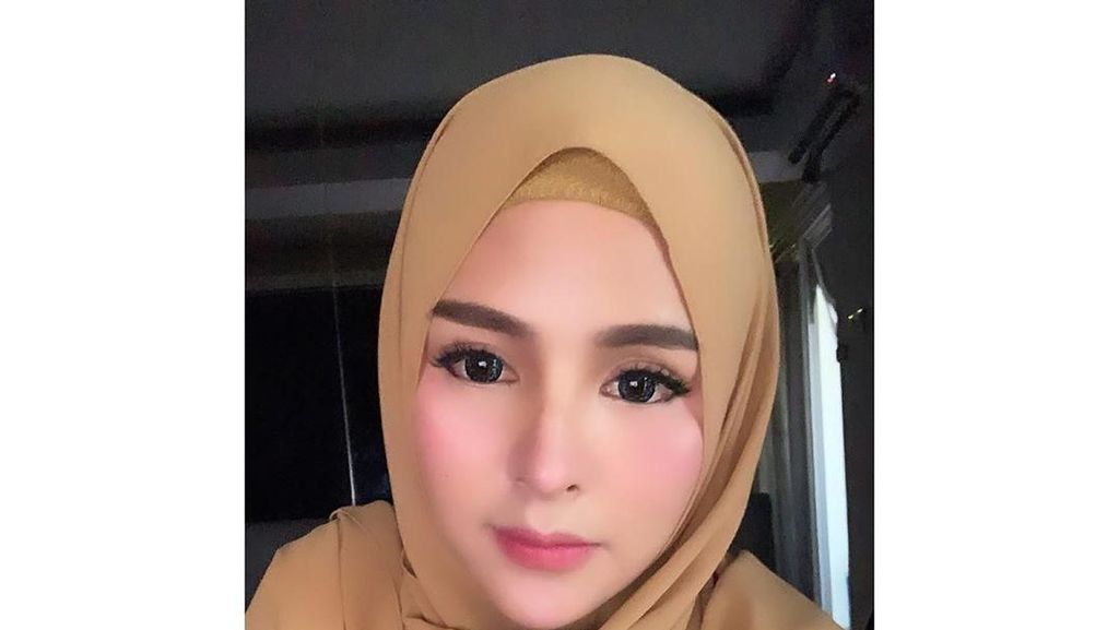 Gaya Hijab Thya Sethya, Si Cantik Mantan Gadis Ring MMA