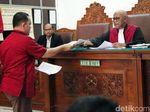 Kurang Koordinasi, Tim Hukum Kivlan Zen Ditegur Hakim