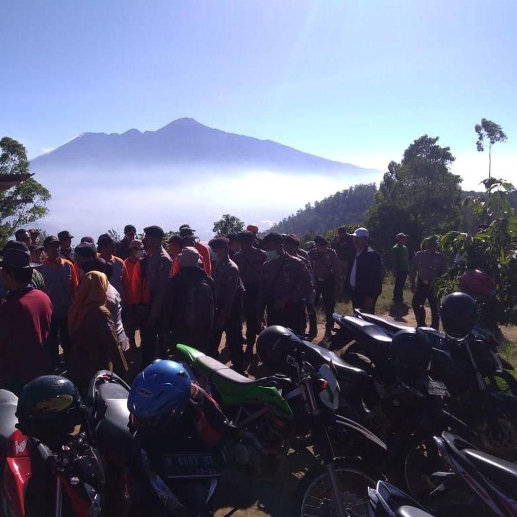 Gunung Panderman Terbakar, Pemadaman Dilakukan Secara Manual