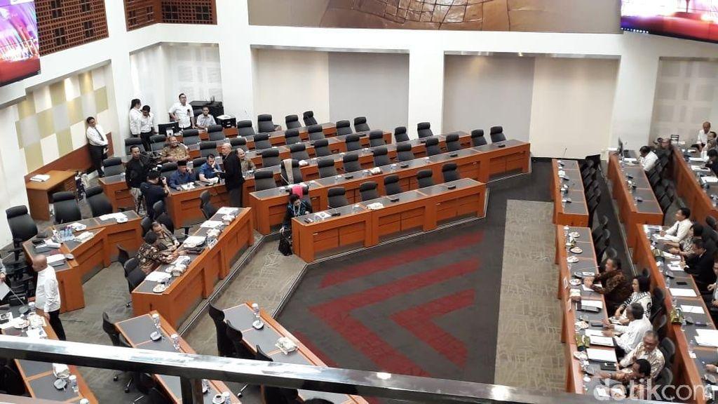 Banggar DPR Panggil Sri Mulyani dan Gubernur BI Bahas APBN 2019