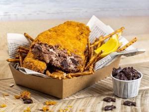 Nyamm! Es Krim Goreng Ini Bentuknya Persis Fish and Chips
