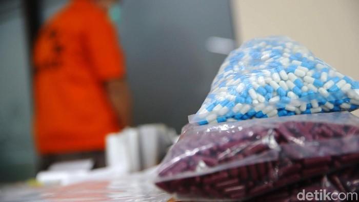 Minimnya edukasi dan sifat permisif para korban dimanfaatkan pelaku pemalsuan obat. (Foto ilustrasi: Grandyos Zafna)
