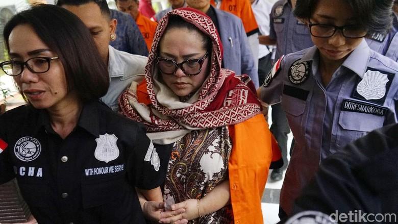 Saat Kebohongan Perhiasan Nunung di Transaksi Sabu Dibongkar Polisi